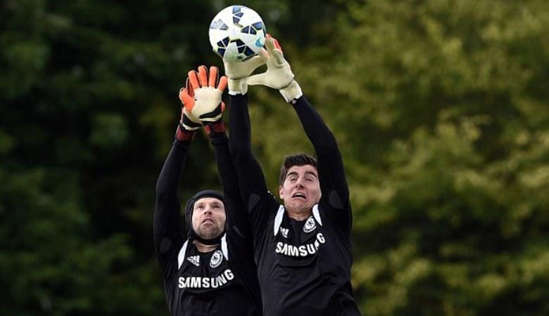 Alasan Mengapa Mourinho Lebih Memilih Courtois Dibanding Cech