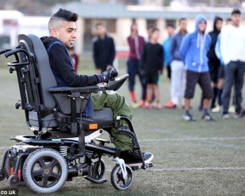 Moyes Bawa Pelatih Berkursi Roda Latih Akademi Manchester United