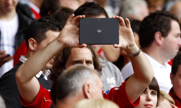 Manchester United Melarang Fans Membawa iPad ke Stadion