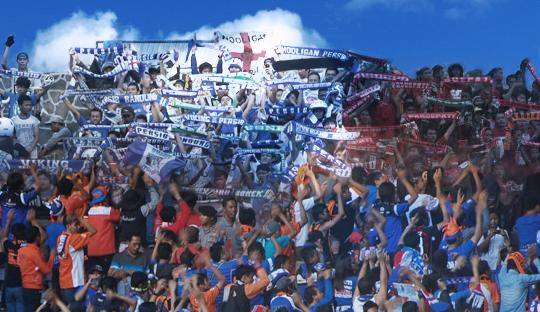 6 Alasan Kenapa Anda Masih Harus Menonton Sepakbola Indonesia di Stadion