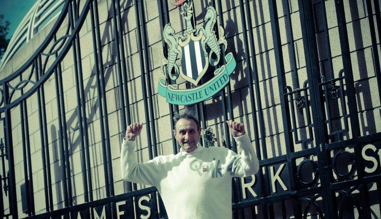 Fans Newcastle Ini Kembali Kunjungi St. James Park Setelah 60 Tahun