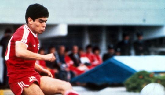 On This Day 1975, Laga Profesional Perdana bagi Maradona