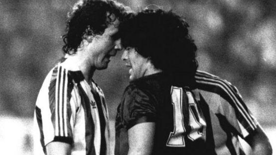 Maradona dan Dua Musuh yang Dipopulerkan Dirinya