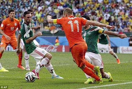 Cenderamata Fans Meksiko untuk Robben Si Penyelam