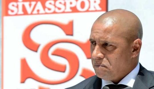 Roberto Carlos Mundur dari Jabatan Pelatih Sivasspor
