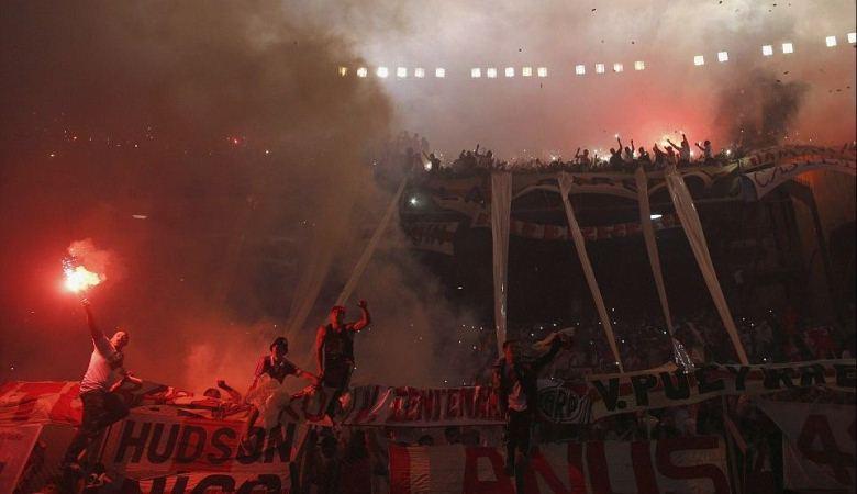 Dukungan Fantastis Suporter River Plate di Final Copa Sudamericana