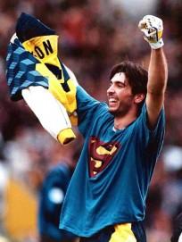 Gianluca-Buffon-superman--1600x900
