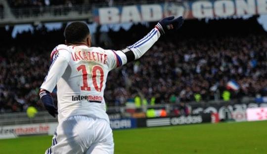 Lyon Manfaatkan Petaka Marseille dengan Baik