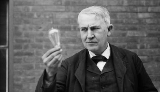 [On This Day] Cahaya Thomas Alva Edison untuk Sepakbola