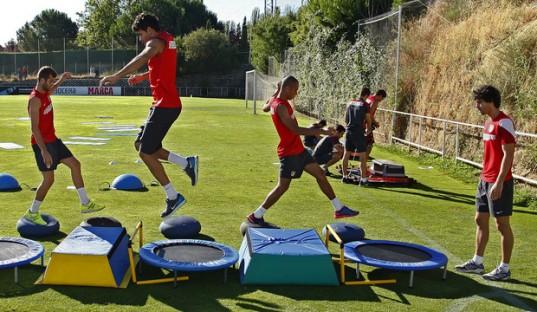 Salah satu variasi latihan Ortega. clubatleticodemadrid.com