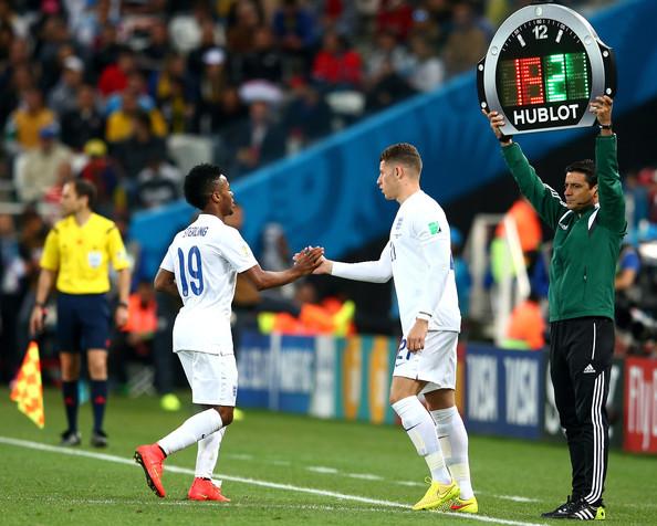 Barkley saat masuk menggantikan Raheem Sterling di Piala Dunia 2014 melawan Uruguay. (via: zimbio.com)