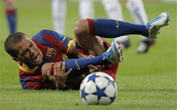 Membandingkan Cara Barcelona dan Persib Menangani Cedera Hamstring