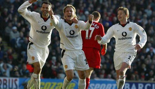 Belajar dari Pengalaman Forlan Agar Paham Pentingnya Duel Liverpool vs Man Utd