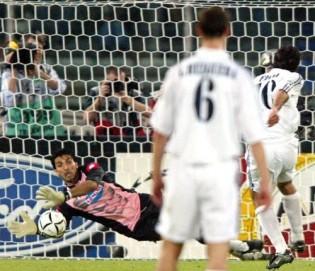 Aksi heroik Buffon di tahun 2003