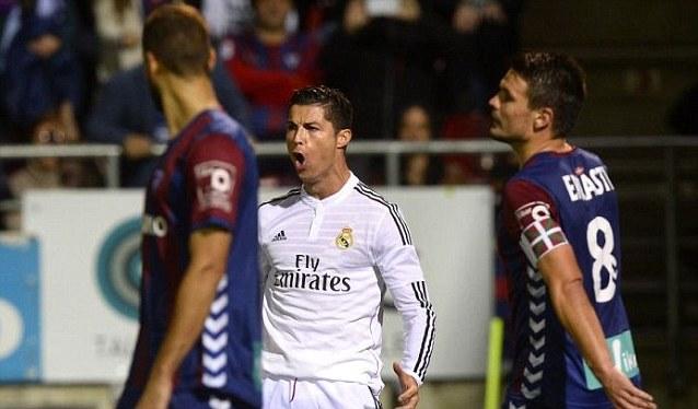 Ekspresi Cristiano Ronaldo saat mencetak gol ke gawang Eibar. Madrid tumbangkan Eibar di kandangnya dengan skor 4-0 (via: dailymail.co.uk)