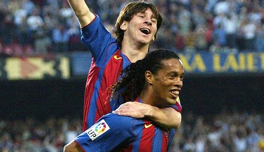 (On This Day) Lionel Messi, Ronaldinho dan Gol Bersejarah Itu