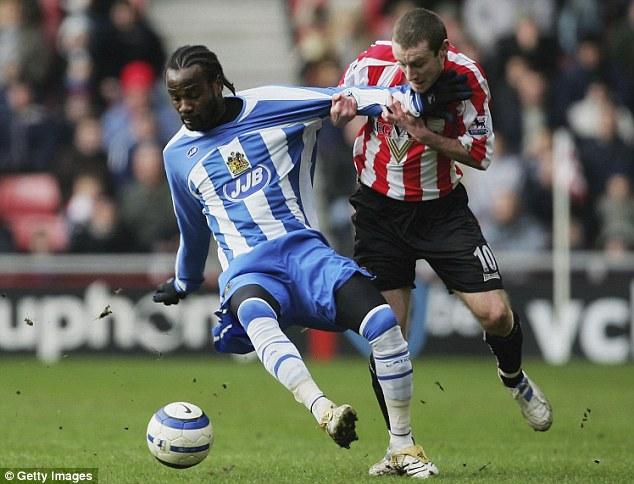 Pascal Chimbonda saat membela Wigan Athletic pada musim 2005/2006