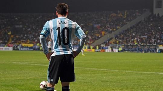 Messi saat membela Argentina di Copa America 2015 (sumber:eurosport)