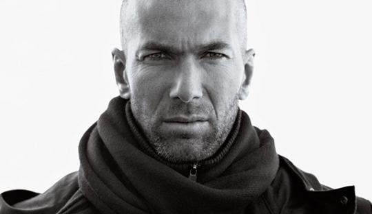 Zidane Tersenyum Seperti Bunda Teresa, Menyeringai Seperti Pembunuh Berantai