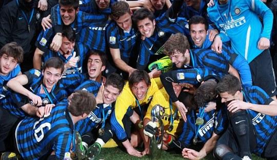 Ironi Skuat Senior dan Akademi Inter Milan
