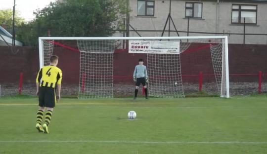 Apakah Penalti Kontroversial Ini Sah Menjadi Gol?