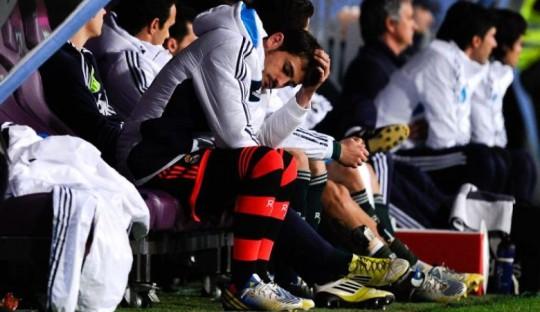 Casillas yang mulai banyak duduk di bangku cadangan (sumber: David Ramos/Getty Images)