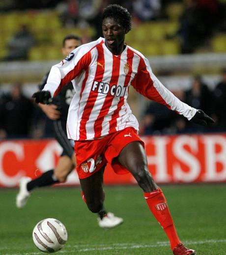 Adebayor saat membela AS Monaco. (via: sportgentside.com)