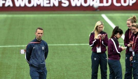 Jika Roy Hodgson Melatih Timnas Perempuan Inggris dan Sebaliknya