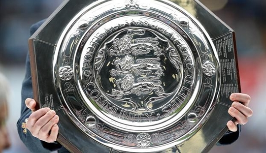 Kutukan Community Shield dan Senyum Manchester United