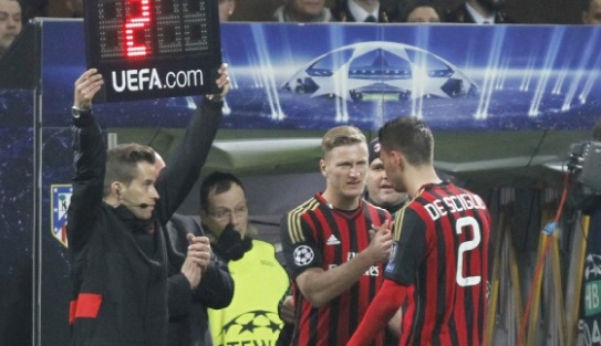 (Bek) Sayap yang Selalu Menerbangkan AC Milan