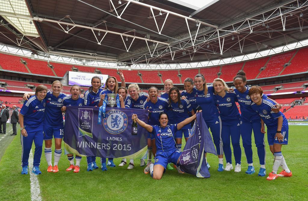 Kesebelasan perempuan Chelsea memenangkan trofi bergengsinya untuk pertama kali. (sumber: twitter remi Chelsea Ladies FC)