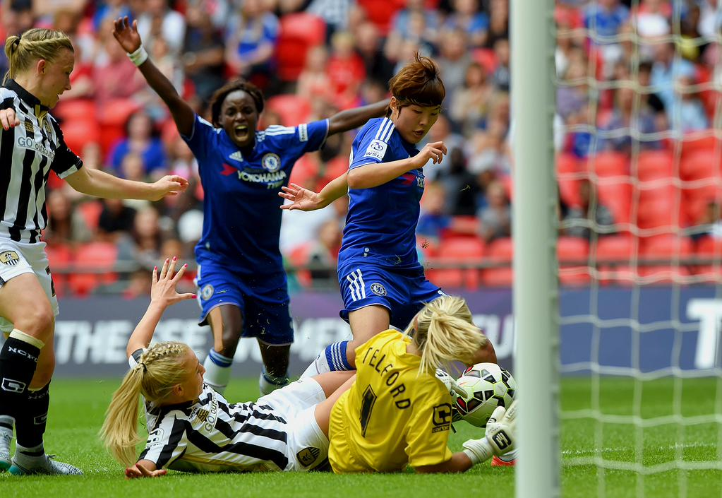 Saat Ji-So Yun membobol Carly Telford (sumber twitter resmi Chelsea ladies FC)