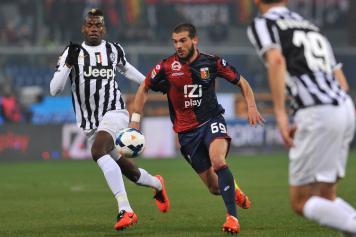 Aksi Sturaro saat menghadapi juventus pada musim lalu. (via: calciomercato.com)