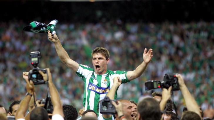 perayaan Joaquin Sanchez saat memenangkan trofi Copa del rey di tahun 2005 lalu bersama real Betis. (sumber: fichajes.net)