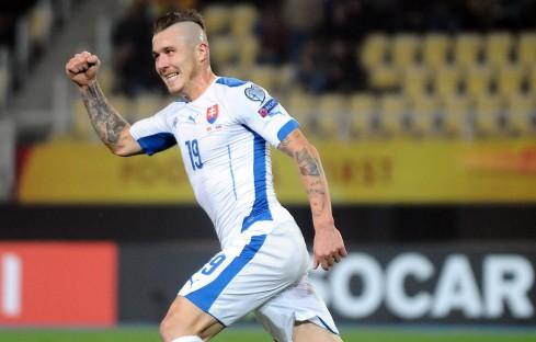 Ekspresi Kucka saat membela timnas Slovakia dan mencetak gol ke gawang Makedonia (via: gettyimages)