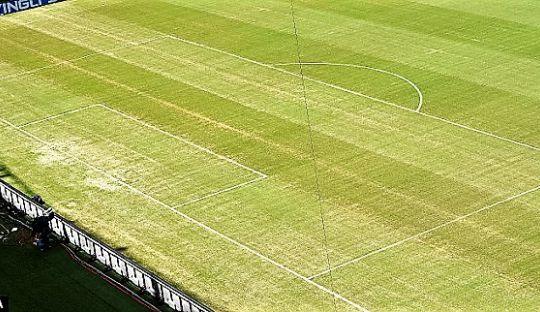 Lengkungan Kotak Penalti dan Garis-garis Lapangan Lainnya