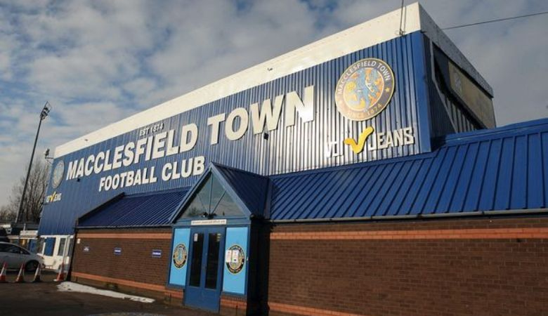 Macclesfield Town: Klub Kecil yang Berpikir (Terlalu) Besar