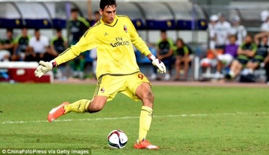 Kiper Muda AC Milan itu Kalahkan Gianluigi Buffon dan Kakaknya Sendiri