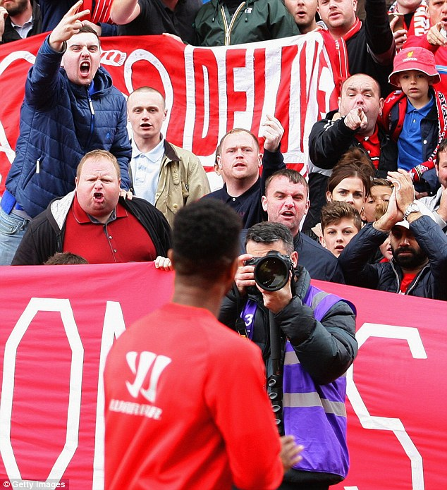 2908710300000578-3327725-The_furious_reaction_from_Liverpool_fans_towards_Sterling_at_Sto-m-2_1448062395386