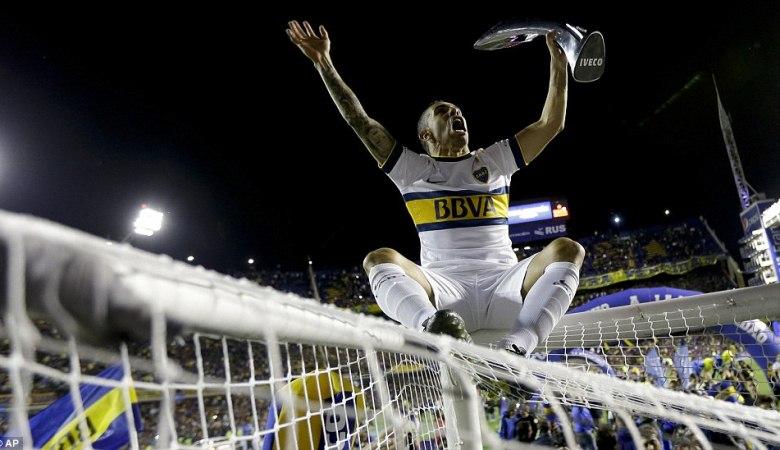 Bukti Kecintaan Carlos Tevez kepada Boca Juniors