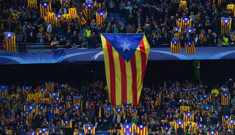 Motif di Balik Bendera Catalan dan Siulan di Camp Nou