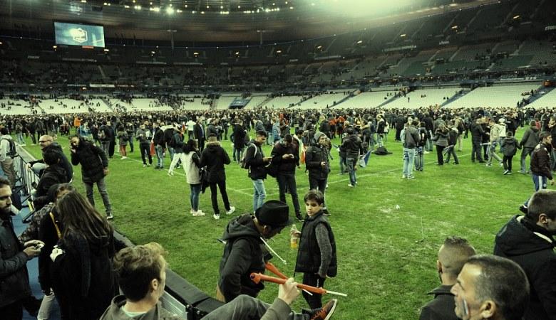 Sorak-sorai di Tengah Tragedi Paris