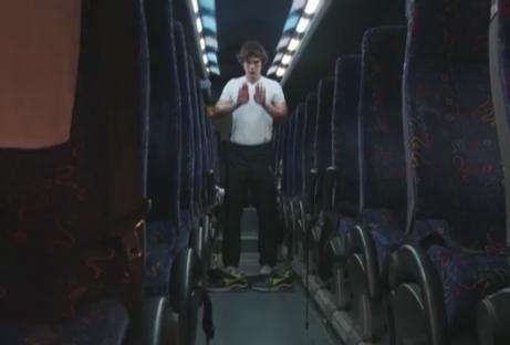 Ketidakbebasan muslim di kota Jerusalem membuat Kadiev harus shalat di dalam bus (via: guardian.com)
