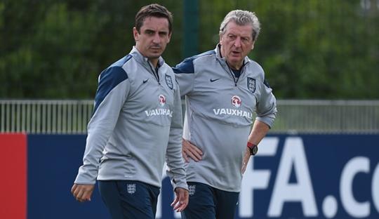 Sky Sports dan Roy Hodgson Tidak Keberatan Neville Pergi