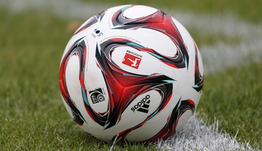Tinjauan Hinrunde Bundesliga 2015/16