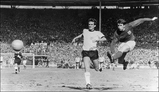 Mengenal Legenda Inggris dan West Ham, Geoff Hurst