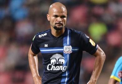 Sergio Van Dijk dalam balutan seragam Suphanburi FC