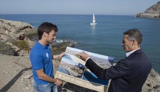 David Silva yang Melanjutkan Pekerjaan Ibunya di Pantai