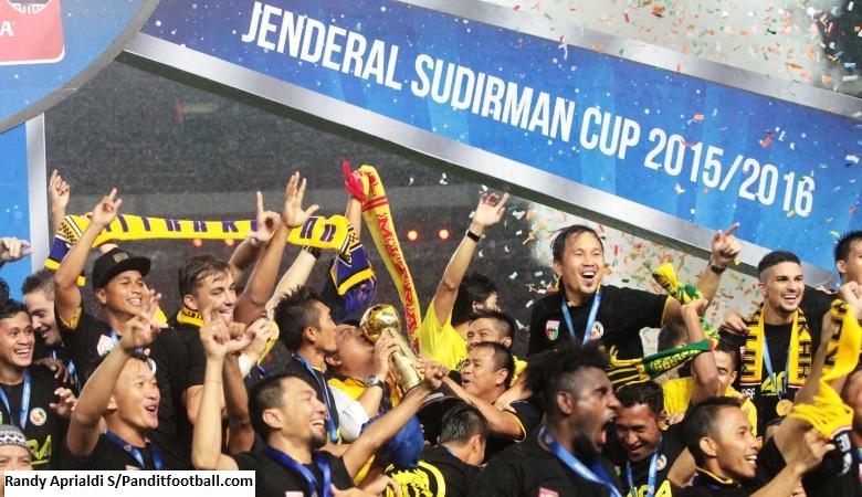 4 Warna Berbeda Piala Jenderal Sudirman dengan Piala Presiden