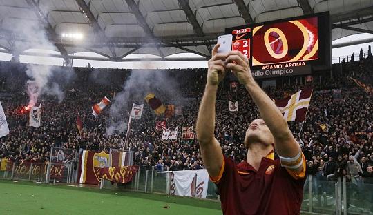 Selfie Totti di Derby della Capitale